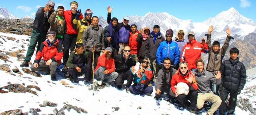 Наши гиды и носильщики -  High Himalayan Trekking and Expedition's guides and porters team