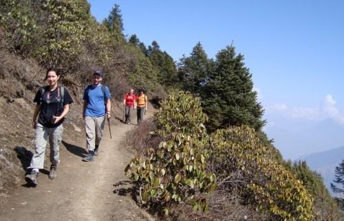 Поход по долине Хеламбу